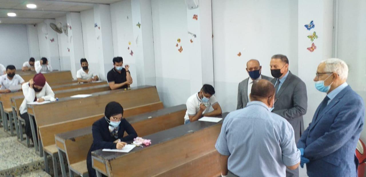 بدأ الامتحانات الحضورية في قسم اللغة الأنكليزية