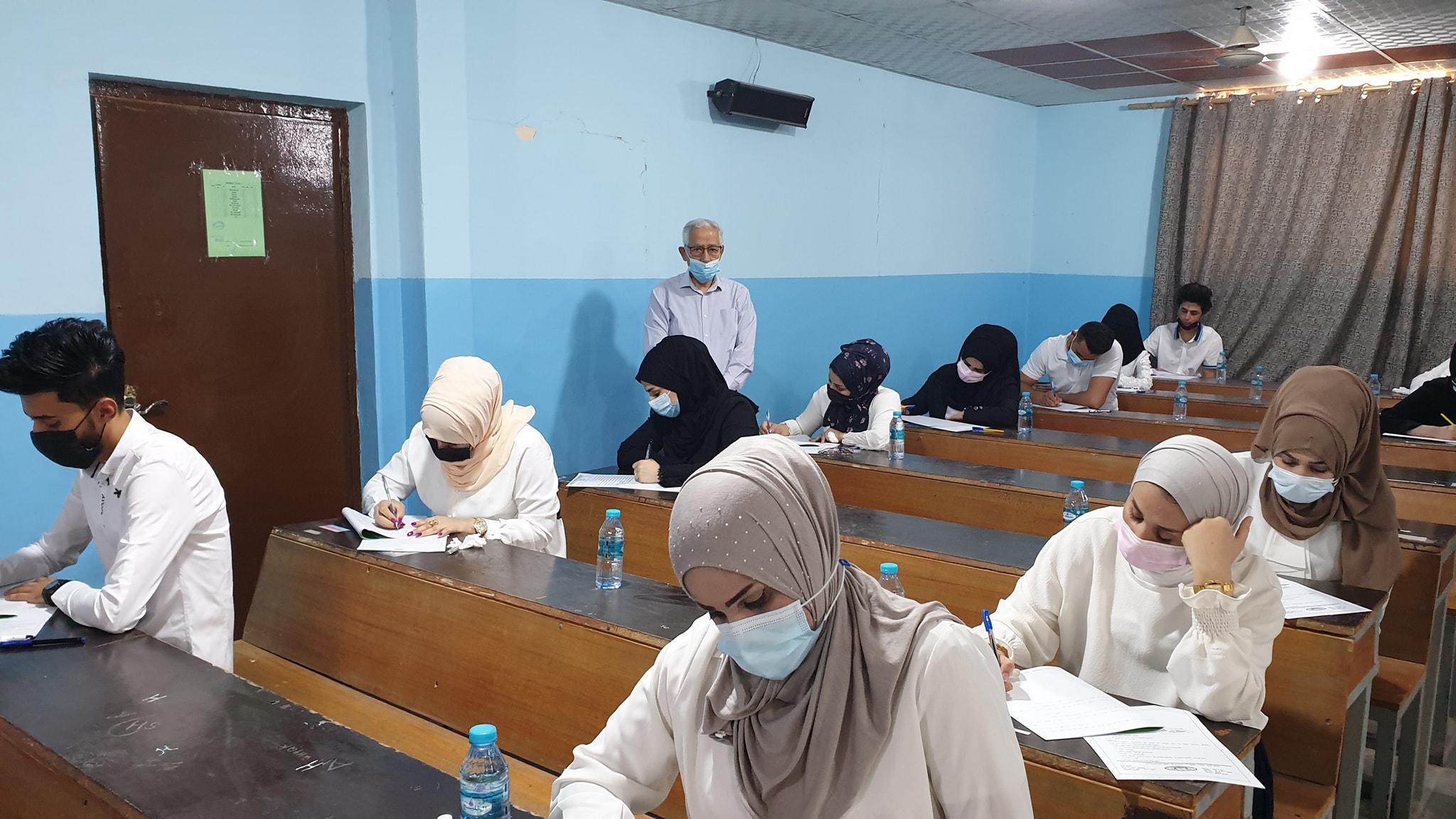 عميد كلية شط العرب الجامعة يتفقد القاعات الامتحانية الحضورية لقسم القانون