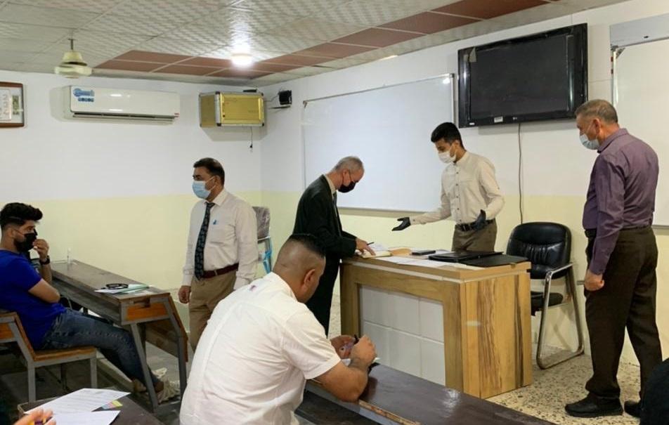 الفريق الوزاري لمتابعة الامتحان الحضوري يزور كلية شط العرب الجامعة