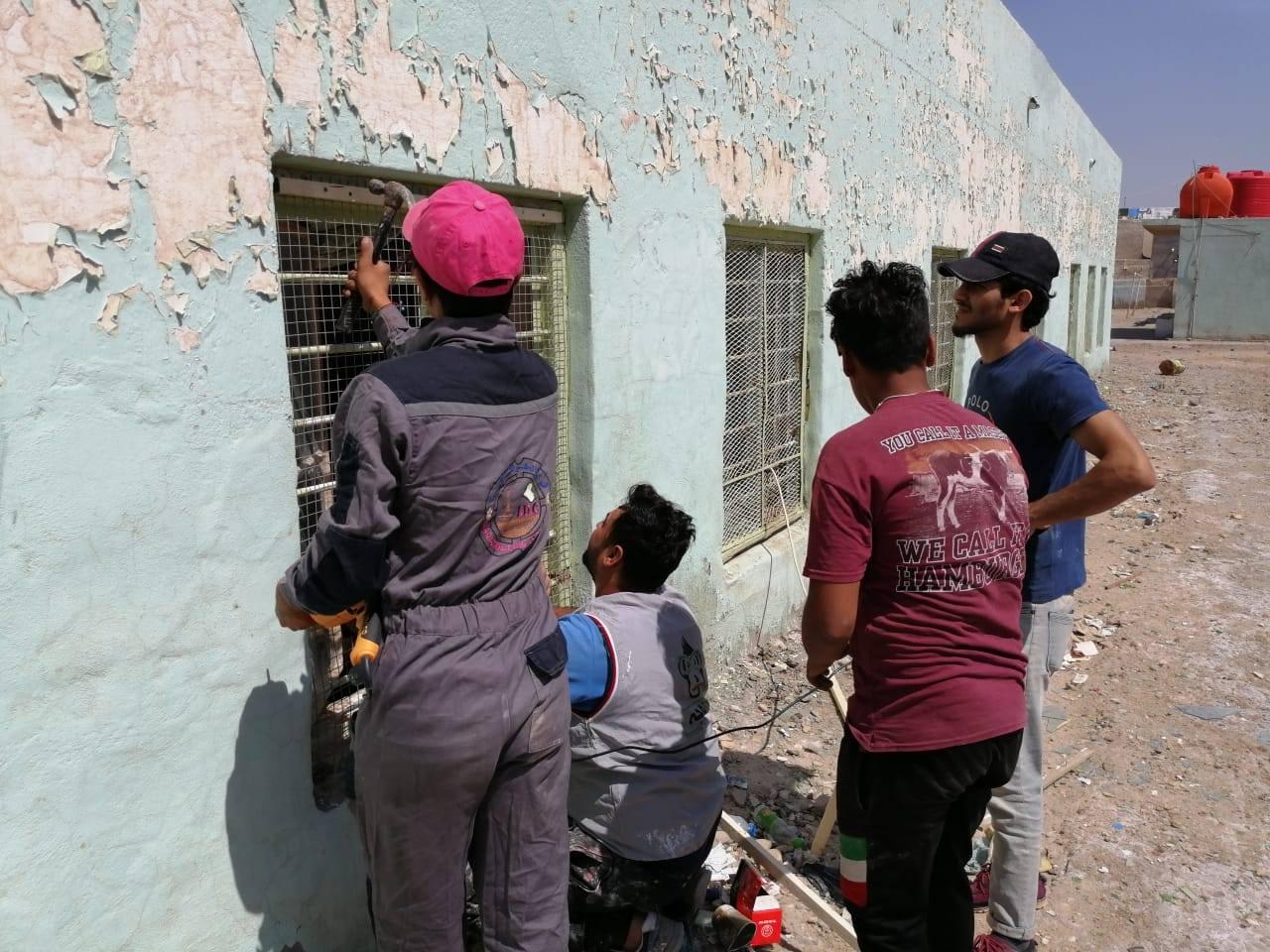 كلية شط العرب الجامعة تنظم اعمال تطوعية لصيانة المدارس