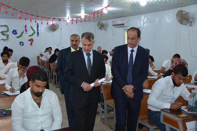 السيد مساعد رئيس جامعة البصرة يطلع على سير الامتحانات النهائية