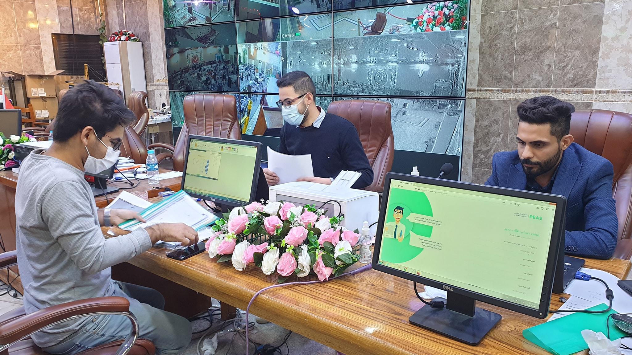 استقبال الطلبة في مركز التقديم الإلكتروني