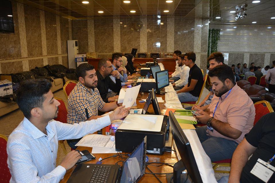 بدء عملية التسجيل الطلبة على أقسام الكلية المختلفة