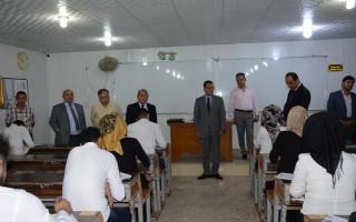 مساعد رئيس جامعة البصرة يتفقد الامتحانات النهائية