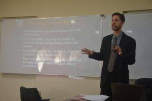 قسم اللغة الإنكليزية يستضيف مدير معهد أدفانس